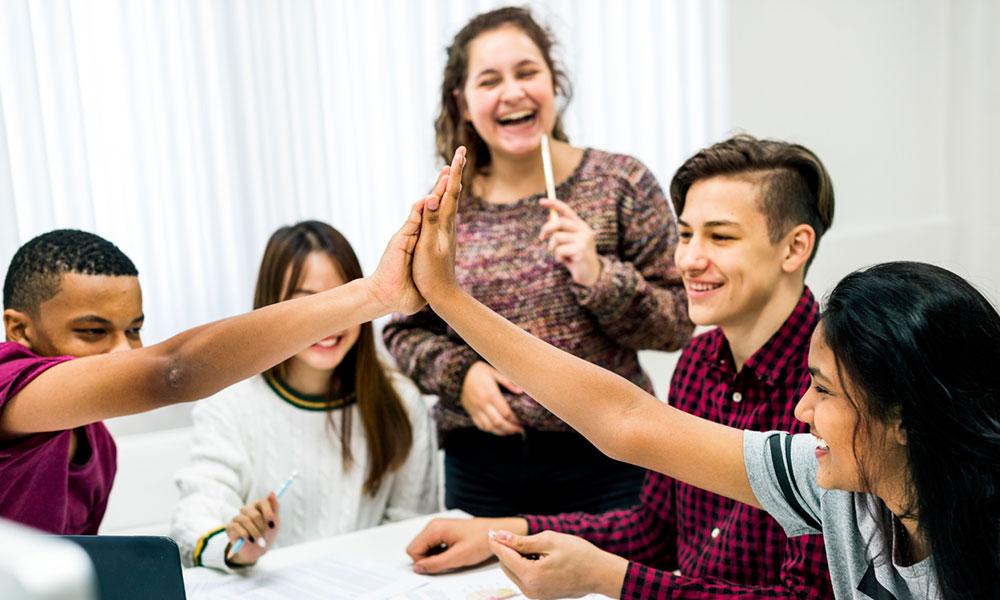 Classe con persone soddisfatte